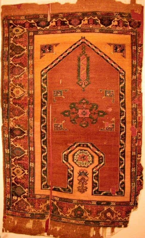 Konya Karapinar from the 17th century. Found in the tomb of Sultan Aleaddin Keykubad in Konya (Turkish and Islamic Arts Museum in Istanbul)