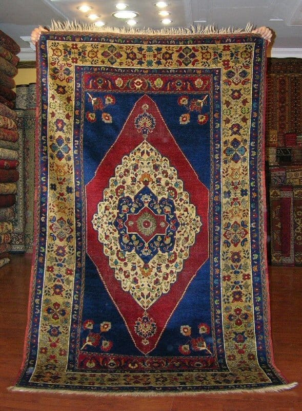 Old Taspinar rug (Yurdan)