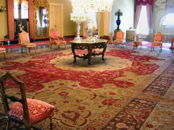 Hereke palace carpet (Hereke carpets, Dolmebahce Palace)