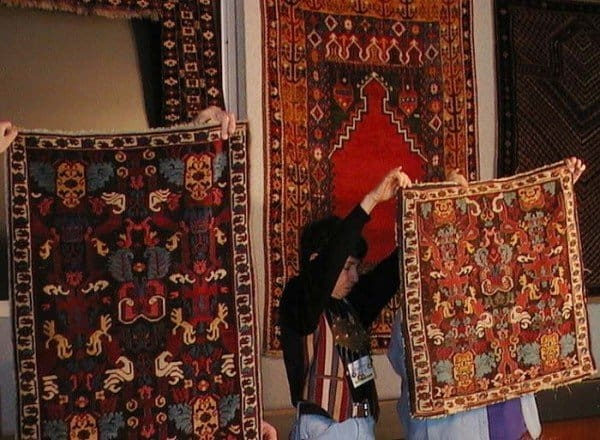 ACOR7 Hands on session 600x440 - The 8th American Conference on Oriental Rugs