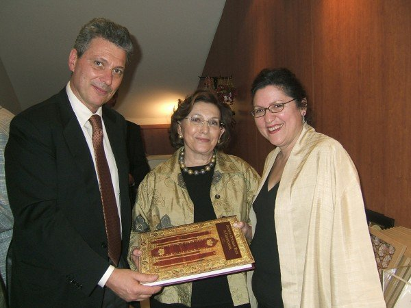 Stefano Ionescu presenting to Nazan Olcer and Selmin Kangal the new, revised and expanded edition of the book Antique Ottoman Rugs in Transylvania, launched 18 April 2007 in Istanbul.