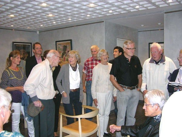 Members of the Danish Rug Society waiting for a guided tour