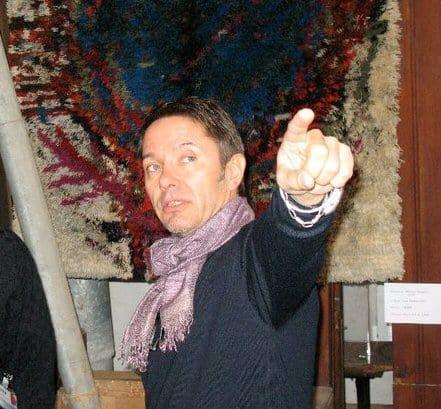 Igor Honkanen telling Jozan Magazine about his Rya rug exhibition (photo by Carlo Kocman)