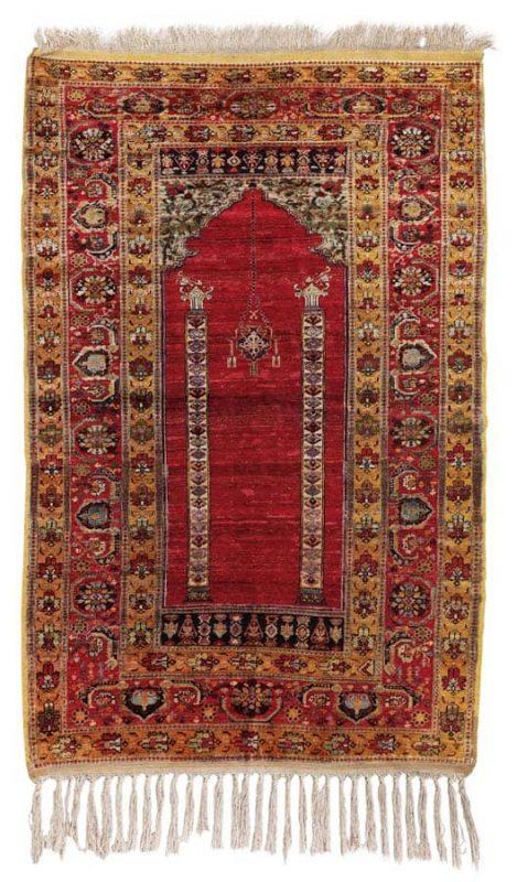 Lot 151, a Sivas prayer rug, East Anatolia early 20th century. Size 178 x 122 cm. Estimate 1.000 – 1.200 EUR