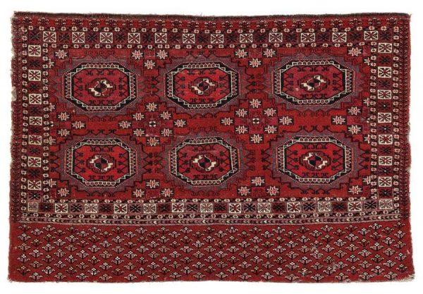 Lot 160, a Tekke chuval, Western Turkestan, 84 x 122 cm, second half 19th century. Estimate 2.000 – 3.000 EUR