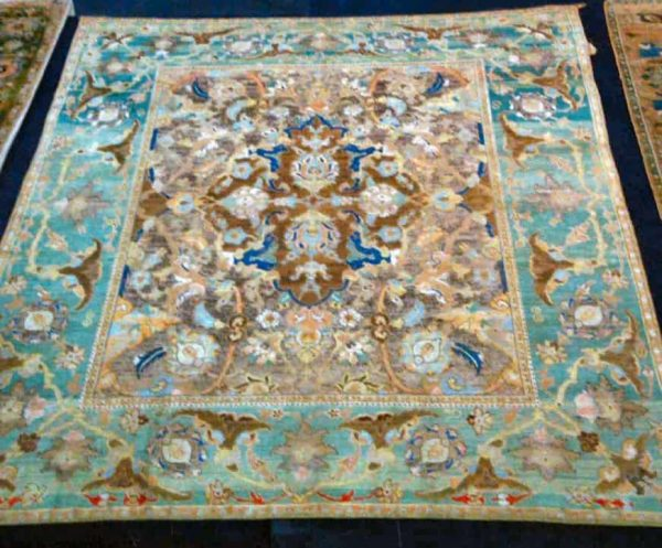 Polonaise carpet, medallion with palmettes design, silk and cotton & silver thread, Isfahan,17th century, 145 * 203 cm, asymmetrical knot, 50-55 knot per 6.5 cm.