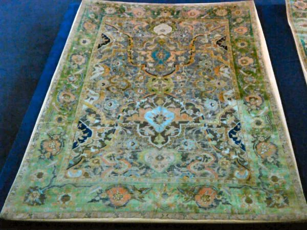 Polonaise carpet, multiple – panel design , silk and cotton & silver thread, Isfahan, 17th century, 141*206 cm, 50-55 knot per 6.5 cm.