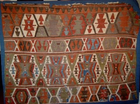 A kilim fragment from the Karapinar area. Age before 1800.