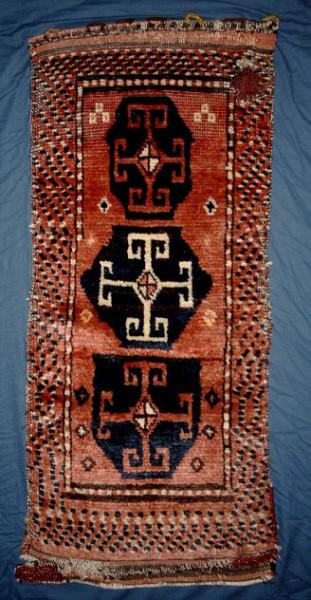 Savak Kurd Yastik. In the area Tunceli-Bingöl-Erzurum the Kurdish female weavers often used a natural brownish/purple wool in their own rugs.