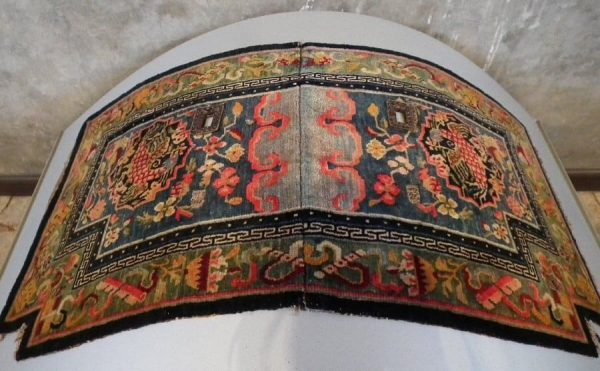 Tibetan under saddle rug (Saddle rugs at the Sartirana Textile Show 2011 by Koos de Jong)