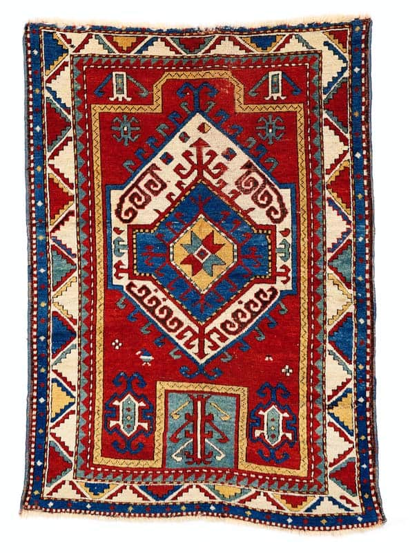 Lot 200, Fachralo Kazak prayer rug from the end of the 19th century. Size 156 x 112 cm and estimate 2.600 EUR.