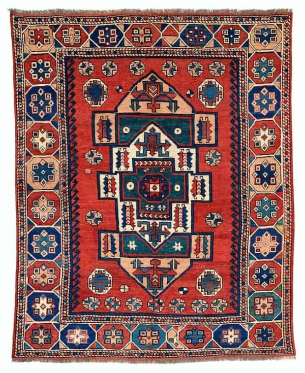 Lot 267, Anatolian Canakkale from the second half of the 19th century. Size 205 x 165 cm and estimate 4.200 EUR