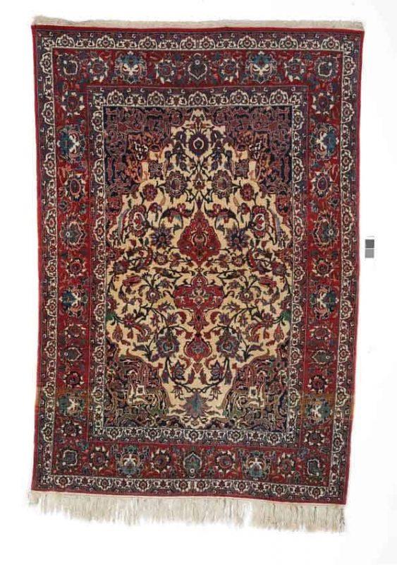 Isfahan rug, Persia. Medallion design. C. 620.000 kn. pr. sqm. Mid-20th century. 203 x 141 cm. 1100-1400.- Euro.
