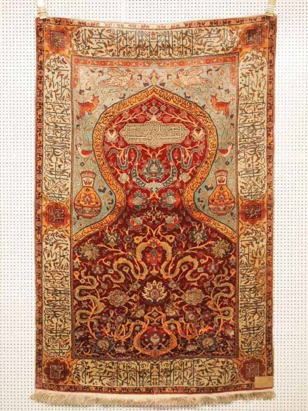 Lot 289, Hereke silk, 163 x 104cm. Limit 2000 EUR