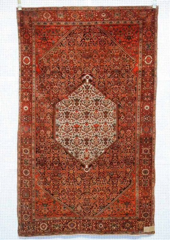 Lot 172, Sarouk circa 1910, 204 x 128cm. Limit 700 EUR