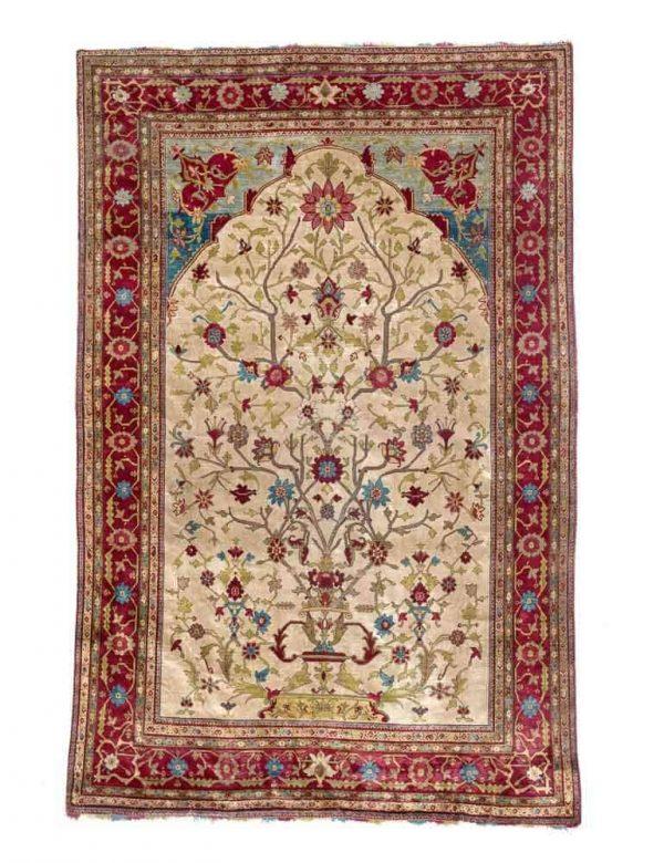 An antique full silk Fereghan rug, Persia. C. 560.000 kn. pr. sqm. 19th century. 200 x 129 cm. Est. 4700.- Euro
