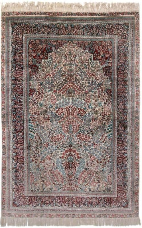 A Chinese silk rug in classical Turkish Hereke style. Arch design with flowervase. C. 1 mio. kn. pr. sqm. C. year 2000. 276 x 185 cm. Est. 2800.- Euro