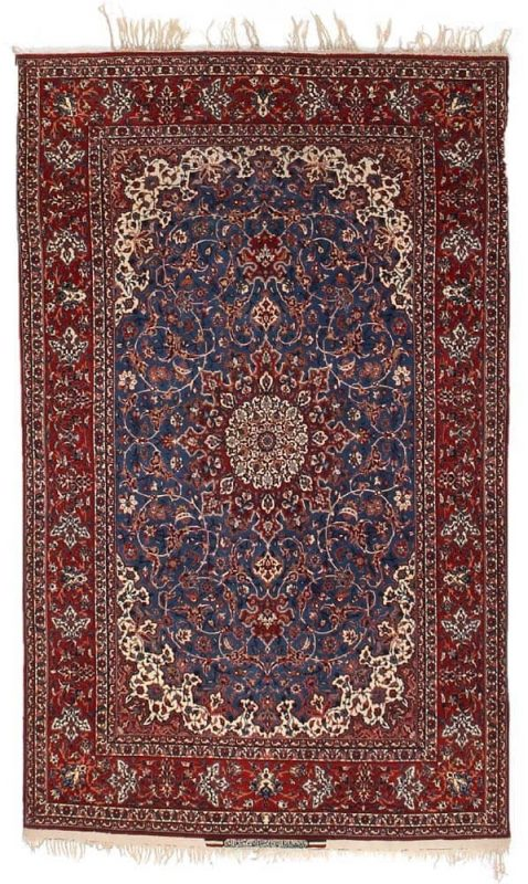 A signed Seirafian Isfahan rug, Persia. Medallion design. Signed: Iran Isfahan Seirafian. Knotted with kork wool on silk warp. C. 1.1 mio. kn. pr. sqm. C. 1950. 237 x 145 cm. Est. 2.700-3.300.- Euro.