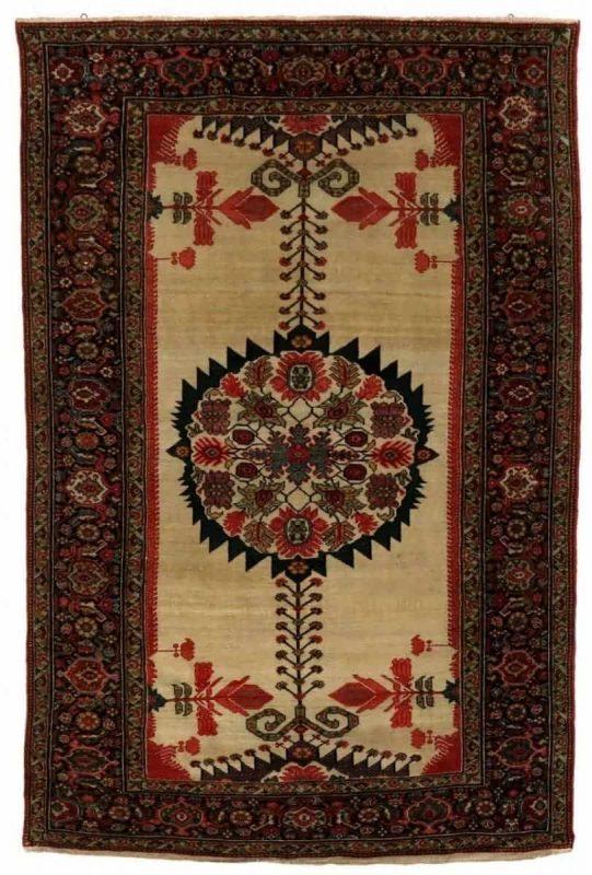 An antique Fereghan rug, Persia. C. 1910. 192 x 124 cm. Est. 1350-1600.- Euro.