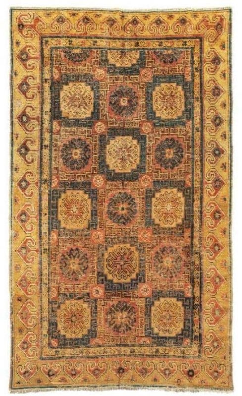 110 489x800 - Oriental Carpets, Textiles and Tapestries at Dorotheum