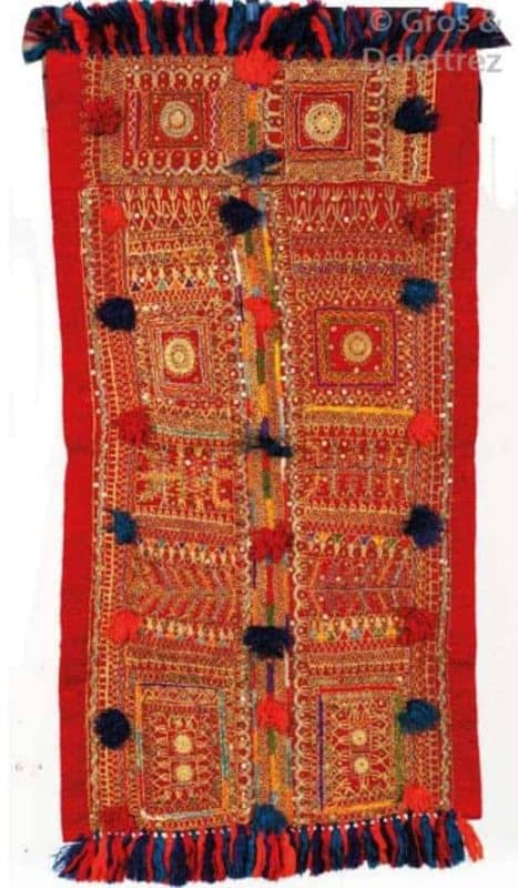 Lot 61. A central embroidered part of a Berber wedding shawl from Tunisia. Second half 19th century. Orientalisme at Gros & Delettrez