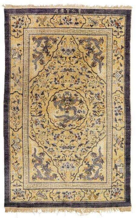 A signed Chinese five claw dragon design rug - Oriental rugs and carpets at Bruun Rasmussen